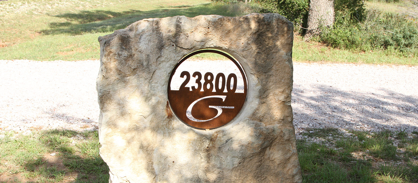 metal-house-numbers-in-limestone-cutout-SLIDER